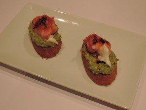 Bruschette met guacamole, geitenkaas en spek