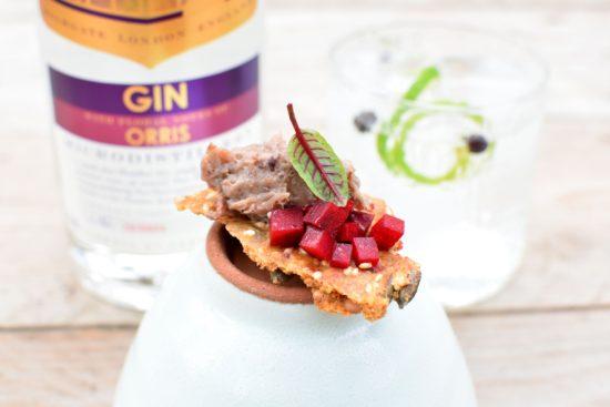 Sacred Gin Orris - Rillettes van duif - Boekweitcrackers