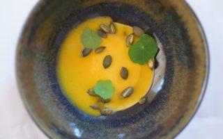 Amuse: Ravioli van pompoen - Crème van mozzarella
