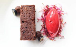 Chocoladebrownie met rode biet & Graham Six Grapes