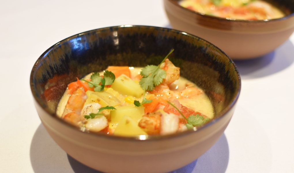Romige soep met scampi en kokosmelk
