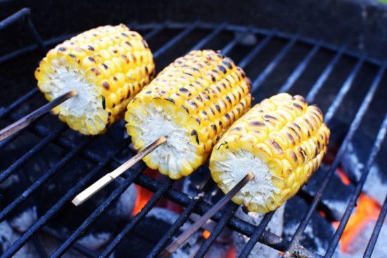 Mais op de barbecue - Maïs dip en gebakken maïskolf