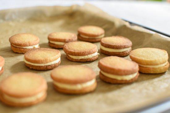 Zandkoekjes - Crème au beurre van sinaasappel - Chocolade