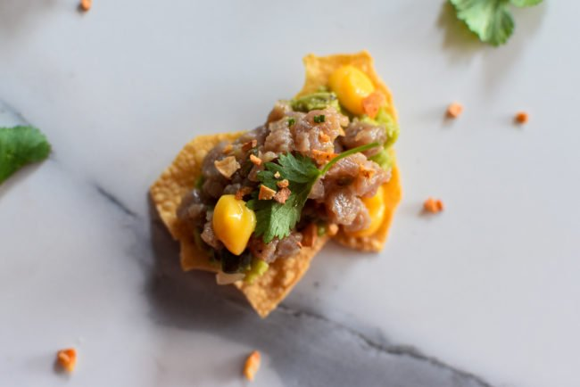 Papadum -  Rundstartaar - krokante pit van avocado