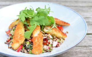 Quinoa salade - Gepaneerde pladijs - Yoghurt remoulade