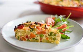 Vegetarische Spaanse tortilla met seizoensgroenten