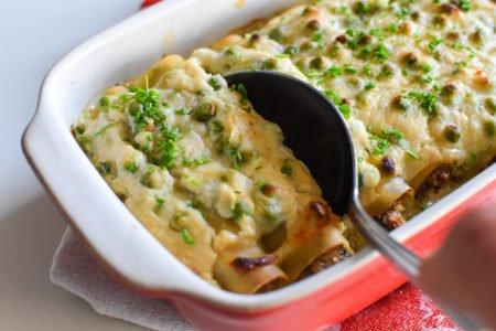 Cannelloni met kip, doperwten en bloemkoolsaus