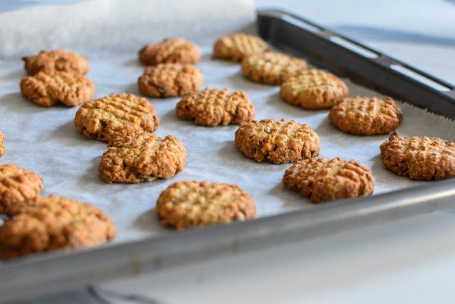 Krokante haverkoekjes met chocolade en noten