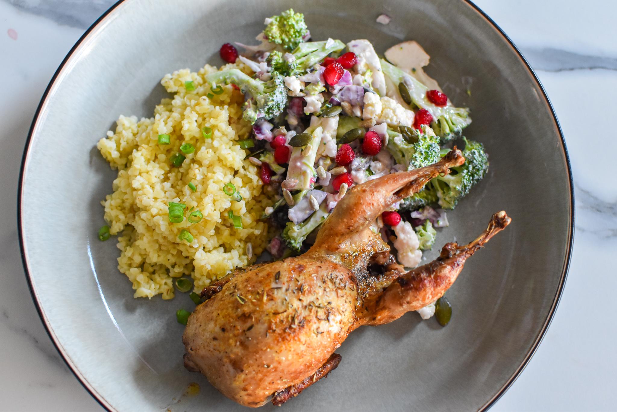 Kwartel met salade van broccoli en bloemkool