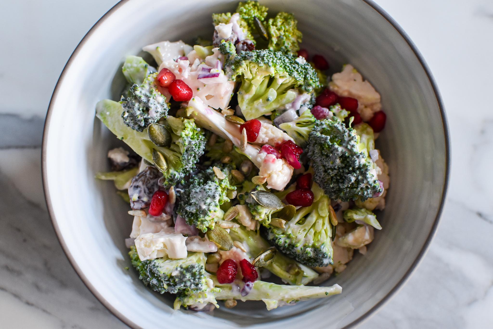 Barbecue salade: broccoli en bloemkool
