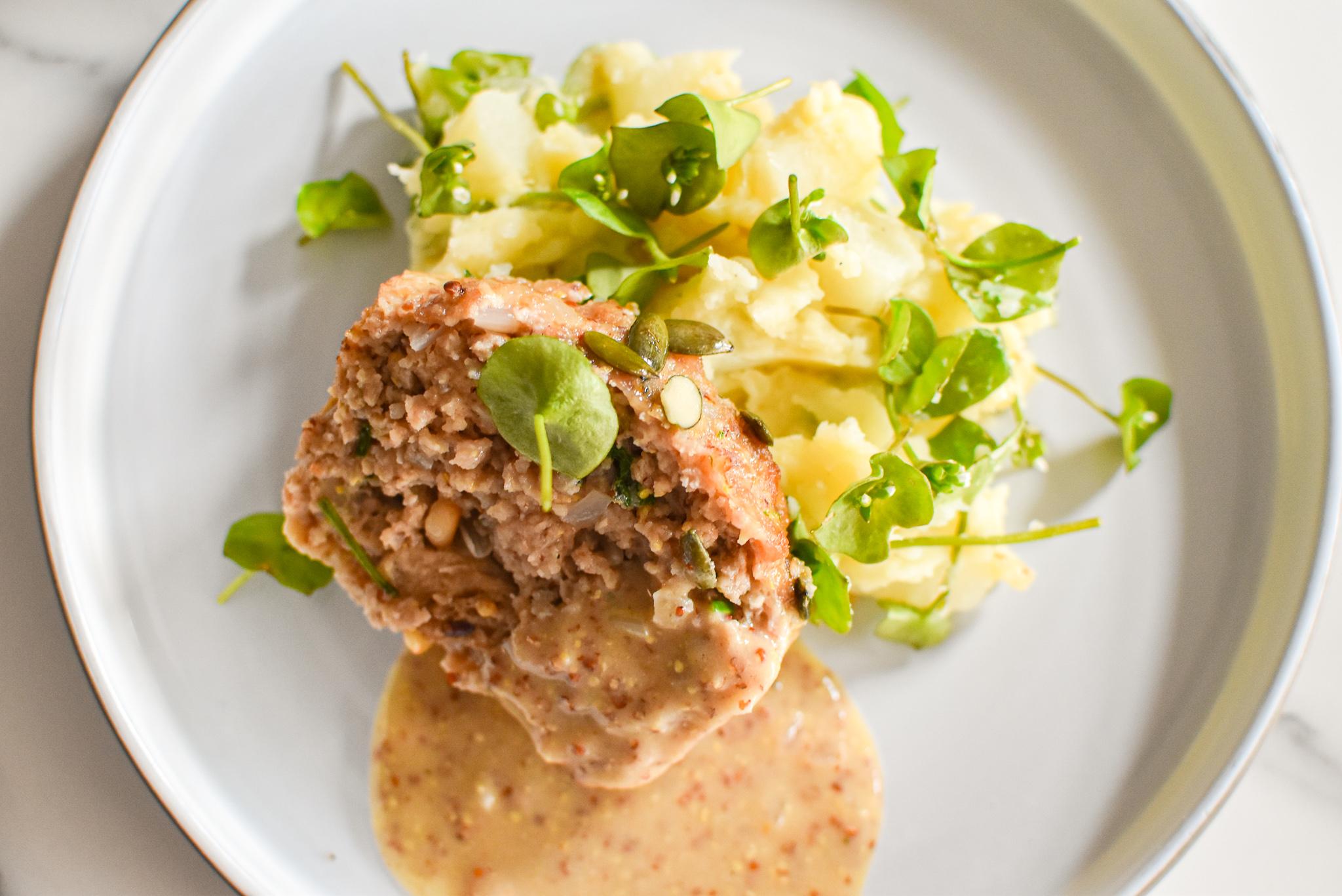 Gehaktbrood met stoemp van asperges en postelein