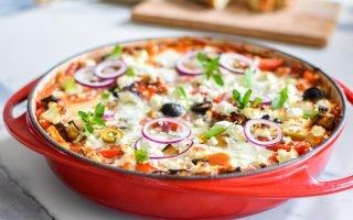 Shakshuka met aubergine, feta en olijven