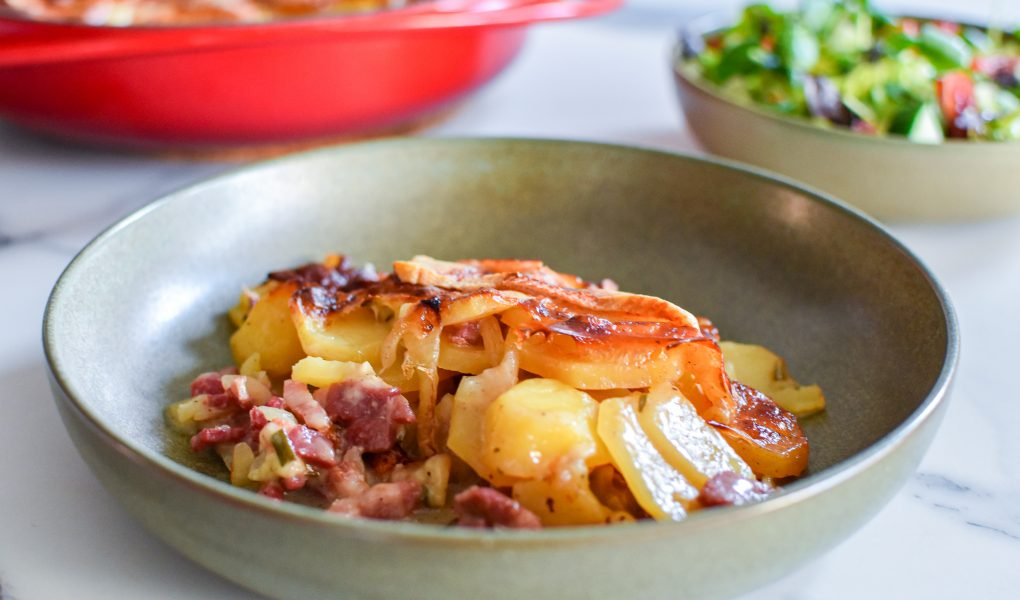 Tartiflette met reblochon en salade van waterkers