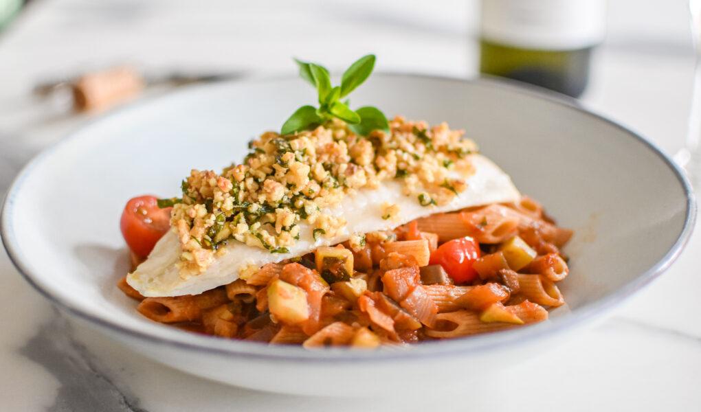Pladijs met een tapenade van walnoot en ratatouille en pasta