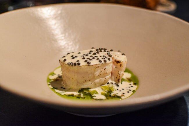 Zeeduivel 'au torchon' - Jus van oesterblad - Vinaigrette met Royal Belgian caviar
