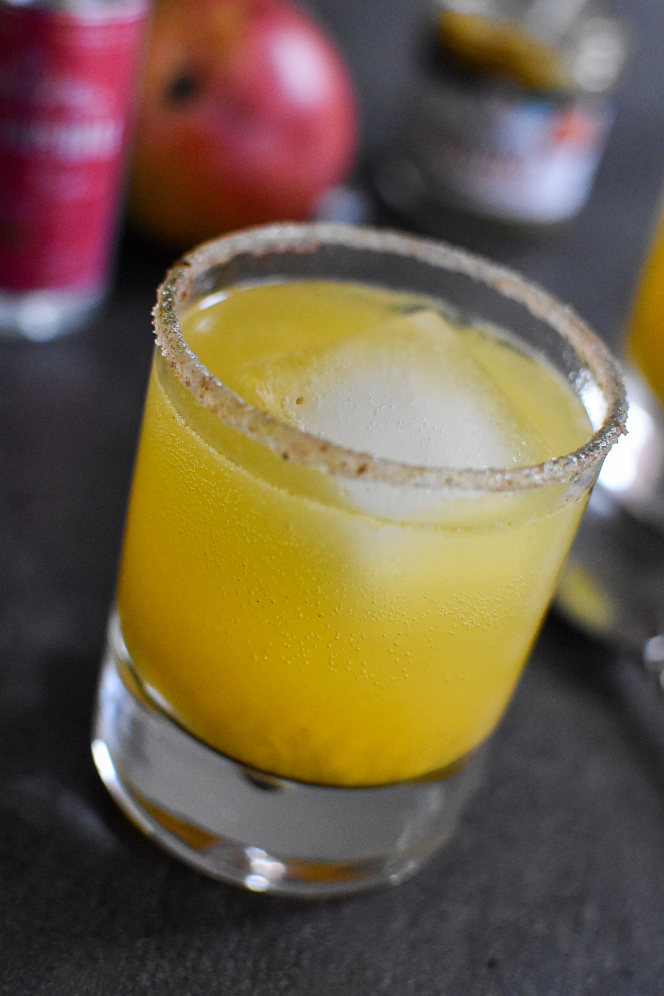 Spicy mango mocktail met sambal en tonic