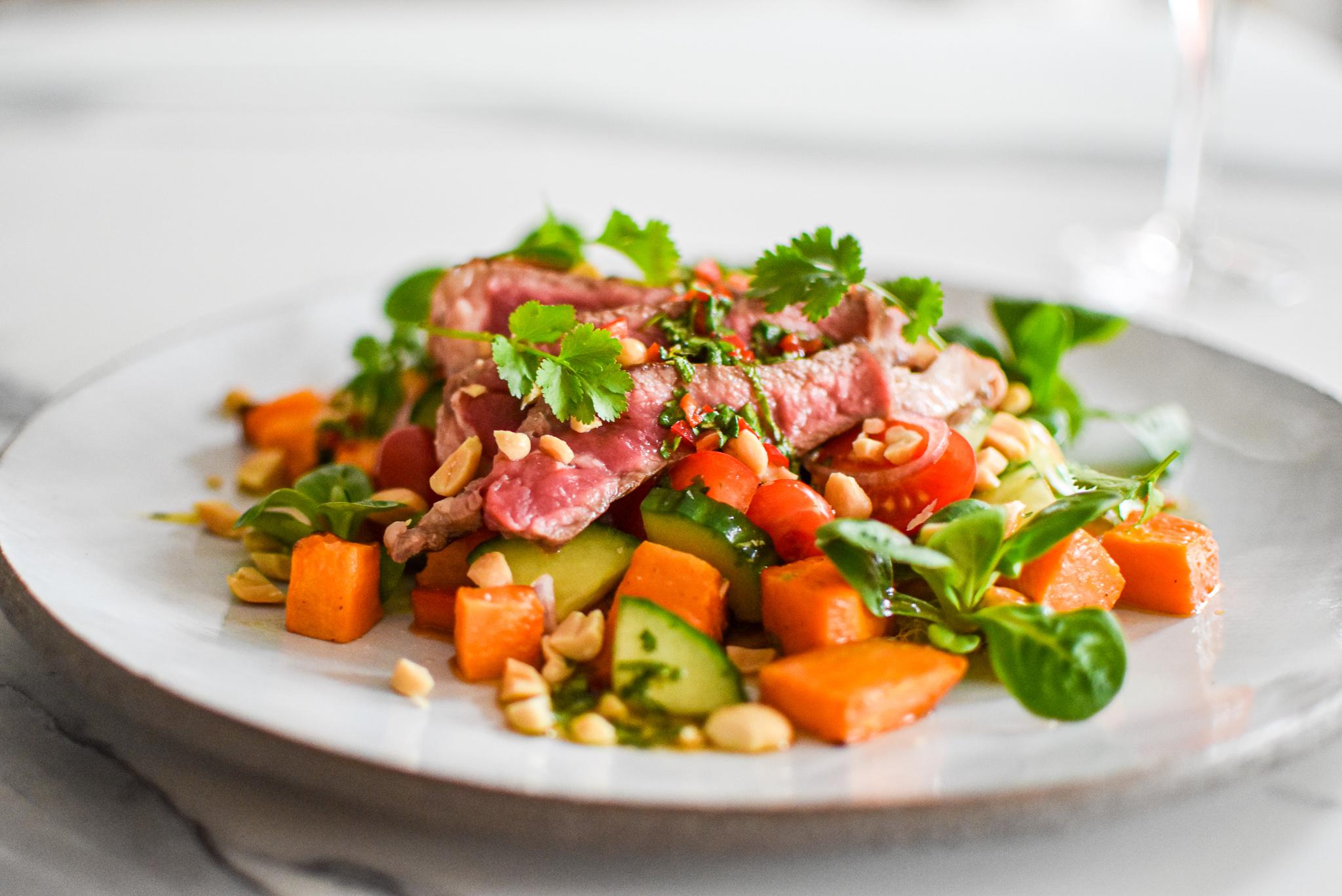 Entrecote met Thaise salade en zoete aardappel