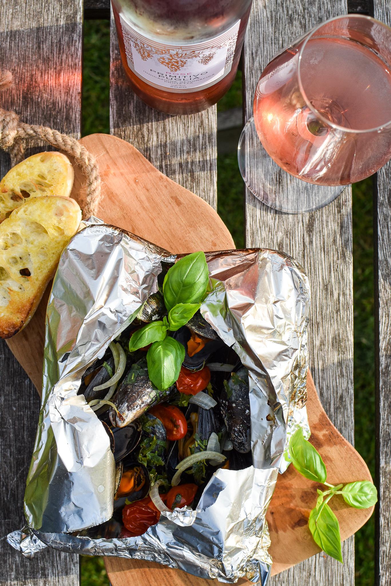 Barbecue mosselen met tomaat en basilicum