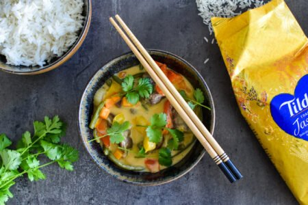 Rode curry met varkenswang, boontjes en paprika