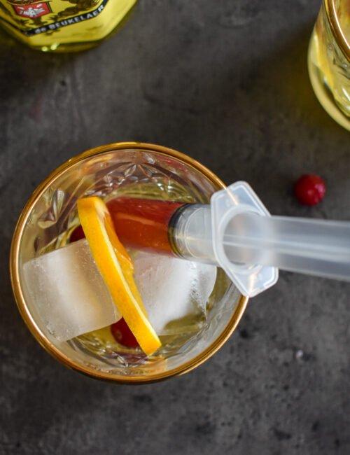 Halloween cocktail: Elixir d'Anvers & Cranberrysap